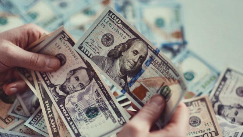 Dolarda aşağı yönlü eğilim sürüyor